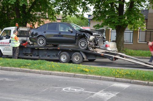 baleset_tuzolto_auto_130430_fkcs_4.jpg