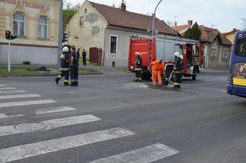 baleset_tuzolto_auto_130430_fkcs_6.jpg